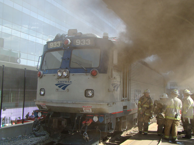 Engine Burning Oil >> Raw video: Amtrak locomotive catches fire at DC's Union Station. - Statter911