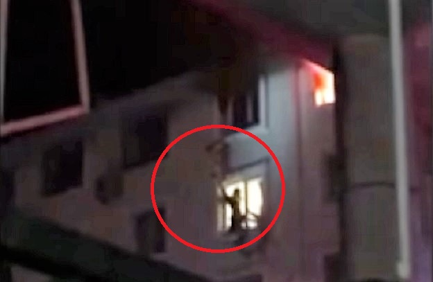 Photo of Must see: Firefighter catches woman who falls from burning apartment