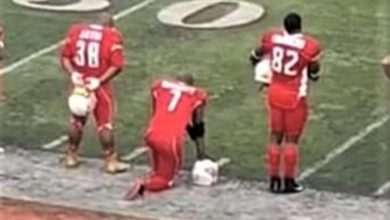 Photo of Chicago firefighter takes knee during anthem at fire-police football game